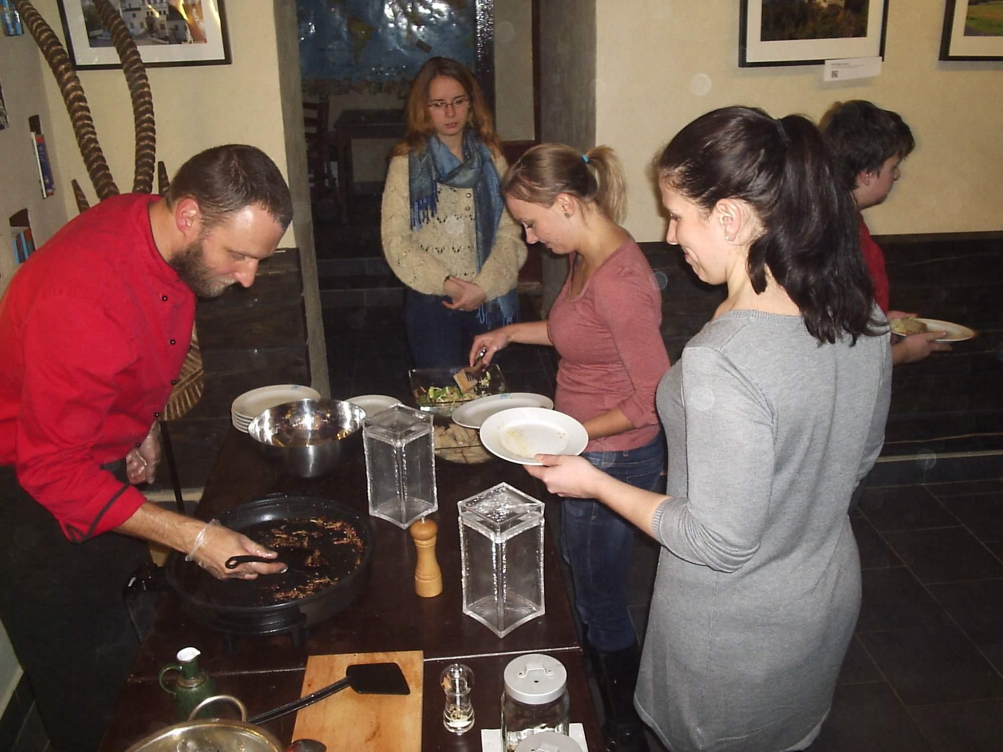 Sarančata všežravá podávaná k degustaci