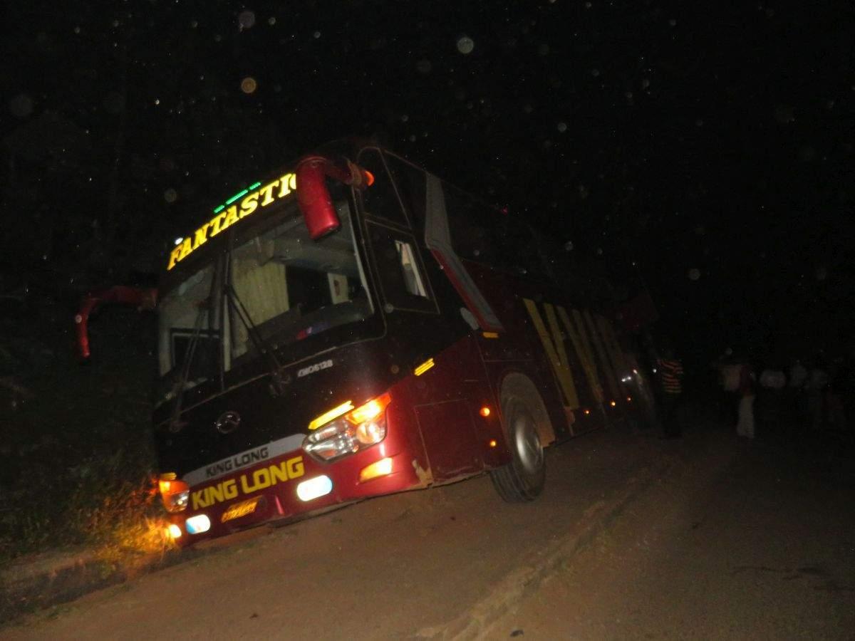 Autobus v jarku