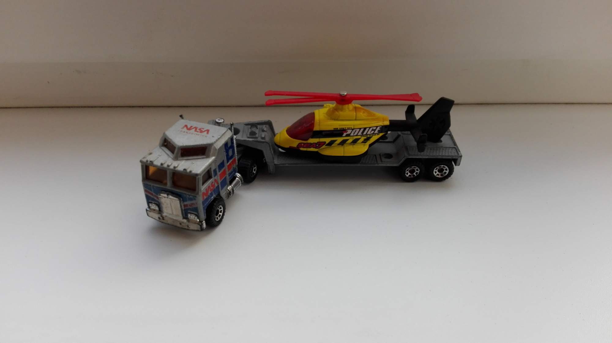 matchbox rescue helicopter with Matchbox Convoy Kenworth K100 Nasa Podvalnik 5752604085 on Matchbox Elite Rescue Squid Marine Boat 22 35 From 40 also 401078499479 in addition 202836320 in addition Matchbox Fire  mand 5 Pack Exclusive 2006 Fire Engine Ladder Truck Yellow P4946264 in addition Help Kodagu Flood Victims.