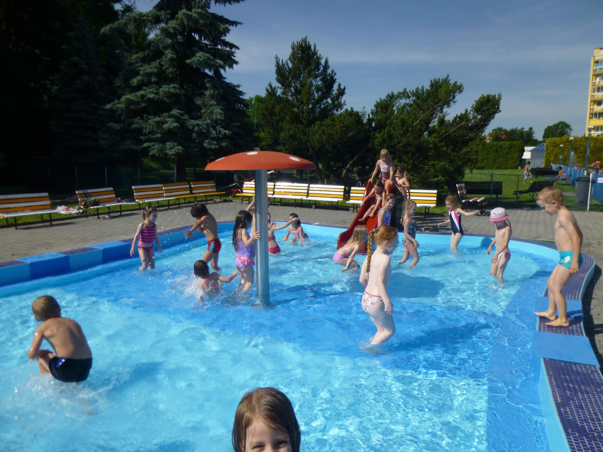 Berušky - Vodní hrátky v bazéně - 2014 - mszavadilka
