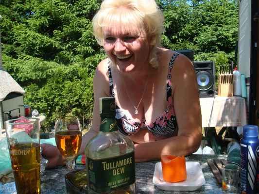 Přispějte mi prosím na tomto odkazu : https://www.paypal.com/donate?hosted_button_id=CLUH59A6K9FHS #Haniska #alkohol #rozvedená #Jana #mejdan #Košice #prsatá #zábava #podprsenka #prsa #mejdan #blondýna #blondýnka #blondýny #blondýnky #Slovakia #Slovensko #lidé #rodina_přátelé #dokumenty #doma #zábava #cestování #klasická_fotografie #umělecké #události #tullamore #dew #pivo