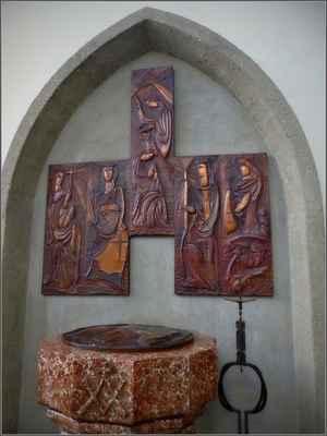 mramorová křtitelnice - 16.stol., reliefy B.Fuchse(1965)