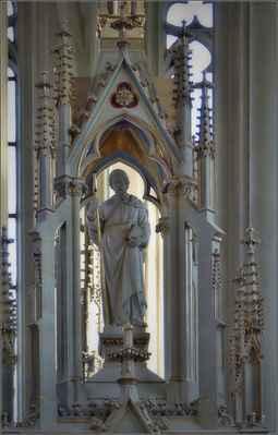Novogotický hlavní oltář se sv.Jakubem