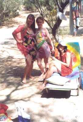 2004 Mysterium Kréty Matala - holky vyráží na korzo :-)