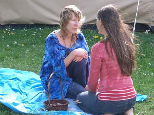 2004 festival bohyně skalka-  očista vodou - avalonská kněžka Hazel Loveridge