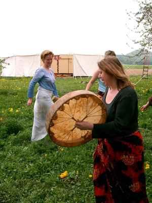 2004 festival bohyně skalka - rituál matky země - šamanka Hanka Pokorná