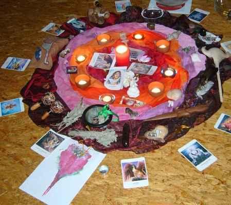 2010 srpen Ženská mysteria - oltář ve dne