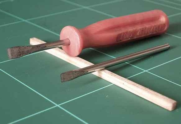 obr. č.33 - Sekáčky je možno vyměňovat v násdce např. z malého šroubováčku, lépe se s nimi pak pracuje.