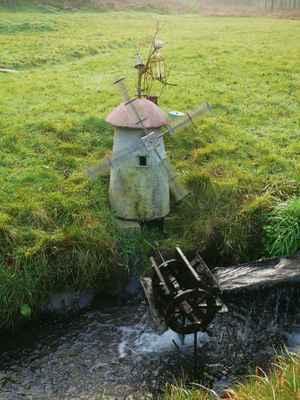větrný mlýn na vodní pohon na jednom z přítoků říčky kamenice...