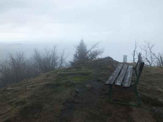 je to příjemné místo, ale celá luž se pomalu zahalila do mraků a mrholení přešlo v déšť....