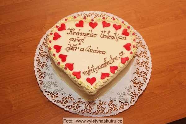 Na dnešní oslavu jsme připravili Valentýnský dort :-)