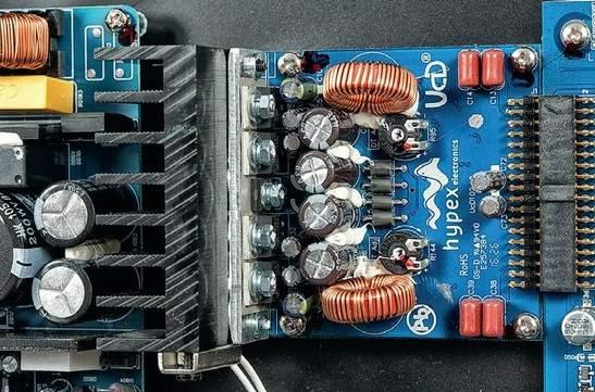 HIFIroom cz • hybrid digital integrated amplifier NAD C 338