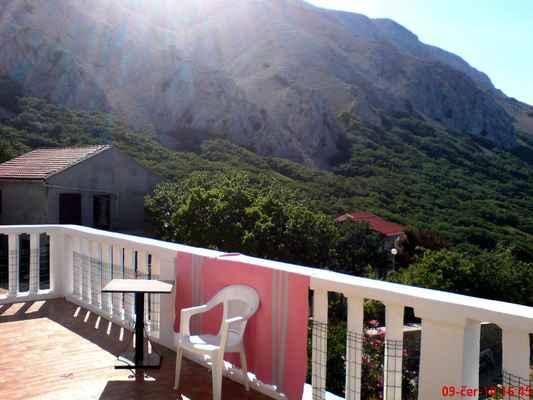 Pohled z terasy k nejvyššímu vrcholu ostrova Pag - Sveti Vid