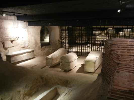 basilika Saint-Denis - vykopávky pod basilikou