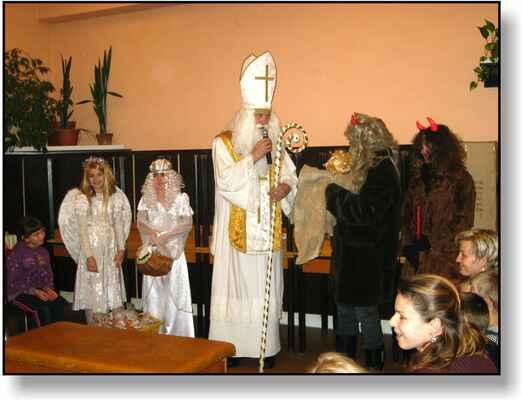 Mikulášská družina z Leva: M. Vymětalová,K.Šeligová,P.Šlimar,L.Šeliga,A.Kadlecová