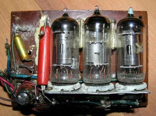 Jednopovelový 3-elektronkový přijímač z roku 1957 - přijímač MVVS
