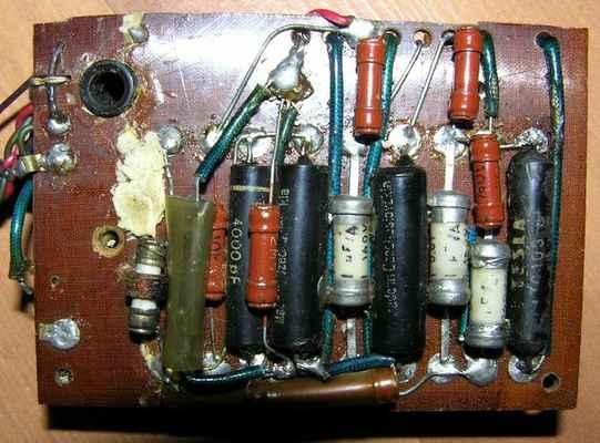 Jednopovelový 3-elektronkový přijímač z roku 1957 - pohled z druhé strany