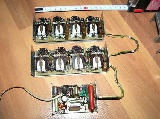 8-povelový přijímač MVVS z roku 1964 s kmitočtovými filtry a spínacími relé