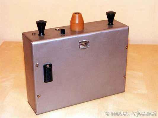Neproporcionální amatérský 4 povelový vysílač - tzv. BANG-BANG systém - konstr. J.Samek