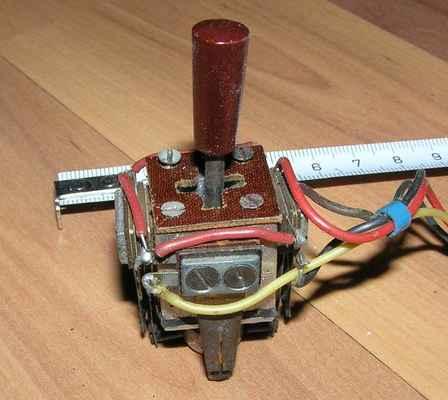 Amatérský křížový neproporcinální ovladač z roku 1965 - použitý ve vysílačích Trix a Multon I a II - konstr. Ing.J.Samek.