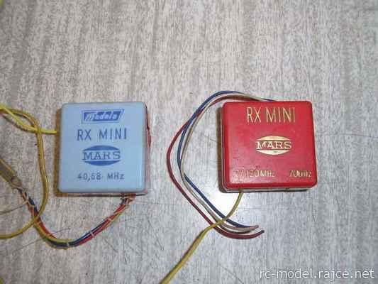 Dva jednokanálové přijímače Mars RX Mini pracující v pásmech 27,120 MHz a 40,680 MHz (již od Modely)