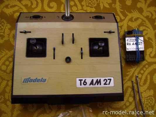 Sestava Modela - vysílač T6AM27 a příjímač R6AM27 pracující s amplitudovou modulací v kmitočtovém pásmu 27MHz.