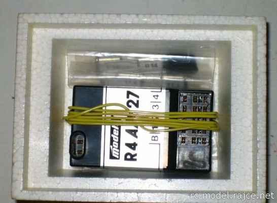 Původní verze přijímače Modela R4AM27