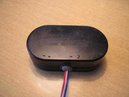 Bateriové pouzdro Modela staršího provedení pro napájení palubního vybavení.
