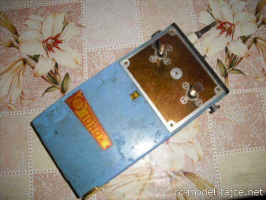 Sériově vyráběná vícepovelová RC souprava (ŽDH Ejpovice) s označením TONOX (1966.)