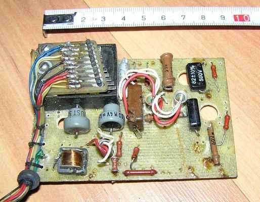 Torzo amatérského 10-povelového přijímače se selektivním rezonančním relé - kopie Orbit (USA).