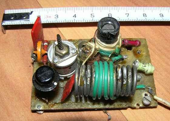 Amatérský VF modul vysílače z roku 1964 již s germaniovým tranzistorem typu MP40 (SSSR) - deska oscilátoru.