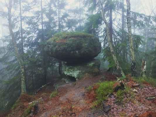 výška kamene je 2 m, šířka 4,2 m a délka 4 m...