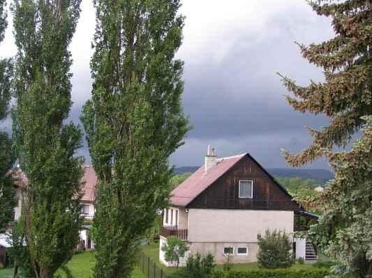 Pohled k Trutnovu - Před příchodem 1. vlny bouřky