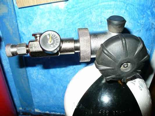 Plnění na vzduchové painball flašky
